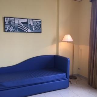 Confortevole divano all'Hotel Yacht Marina